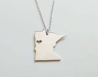 MN State Necklace,Minnesota State Necklace,MN State Charm Necklace,State Shaped Necklace,Personalized MN State Necklace With A Heart