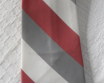 VINTAGE FORSYTH TIE/1970s Wide Striped Tie/Tri Colored Coral-Gray and White Diagonal Stripes/Snazzy Dress Tie/FashionTrending Vintage Tie