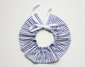 Frill collar with stripes