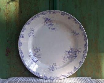 Choisy-le-Roi grand plat de service rond décor fleuri bleu lavande Modèle Brestois