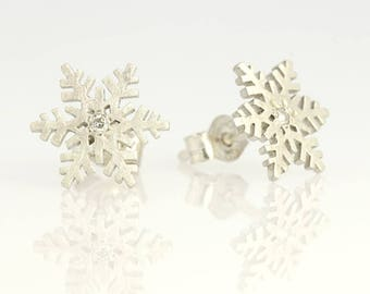 Silver studs,Snowflake earrings, Winter gift, Christmas gift, Holiday gift, Gift for her, Bridesmaid gift, Stud silver earrings, Let it snow