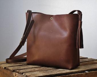 Minimalist leather crossbody bag, chocolate brown leather, adjustable strap, shoulder purse