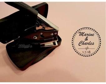 Pince à gaufrer Compacte mariage Marine & Charles personnalisé, tampon à embosser, empreinte à relief pour marquer le dos de vos enveloppes