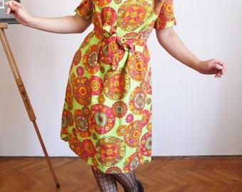 1960s dress 50's 60's Vintage dress Lime green floral Short sleeve Dress Flower Power Mod dress medium large size