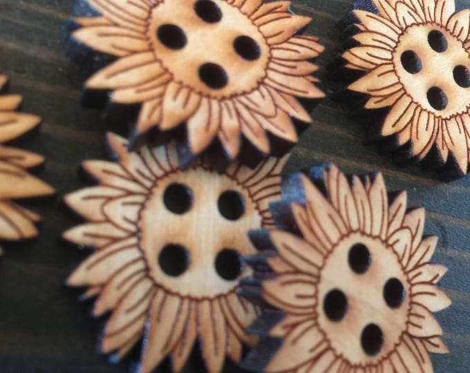 "Set of 5, 1"" Flower buttons"