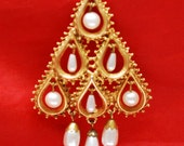 Florenza Pearl Christmas Tree Brooch - Dangle pearls - Gold tree - Holiday Pin