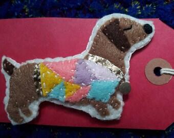 Dachshund felt brooch, felt dog brooch, ladies dog brooch, sausage dog pin badge, handmade dachshund felt brooch