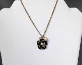 Floral Necklace, Floral Necklace with Pearl, Black Floral Necklace, Daisy Necklace, Flower Pendant Gold, Floral Pendant with Pearl