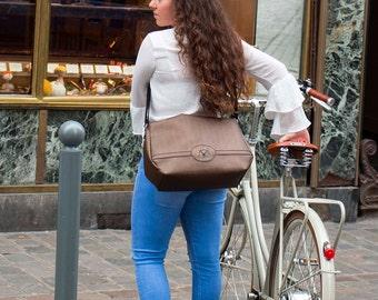 Messenger bag/ cycle bag/bicycle bag/ bike bag/ labtop bag/ labtop messenger/Brown