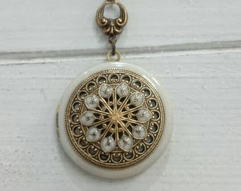 Vintage style Locket Necklace/mandala/Anniversary/Bridesmaid gift/Wedding/Birthday/Sister/Mom/Daughter/Photo Picture/friend.