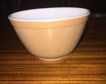 Pyrex Town and Country 401 mixing bowl