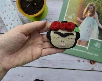 Frida Kahlo felt brooch. Frida Kahlo pin. Frida Kahlo. Felt brooch.