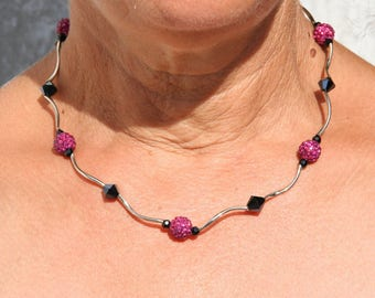 Short necklace Fuchsia and black