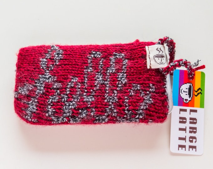 "iPhone SE sleeve ""Macintosh"" handknit in red and grey"