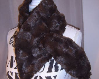 Chic faux fur and fleece scarf