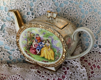 Sadler Barrel Teapot - Courting Couples (price reflects chip in lid)