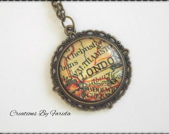 Pretty necklace with a map of London (London) yellow orange, on a medium head metal bronze
