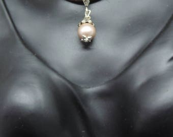 "Necklace crew-neck Victorian ""One Pearl"" - Silver and soft pink on leather"