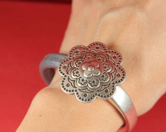 9/7 MADE IN EUROPE zamak flower half bracelet, half cuff, magnetic half bracelet (76981/10) Qty1