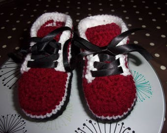 made in crochet baby sneakers