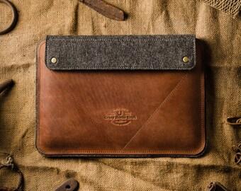 iPad 2017 leather case, iPad 2017 sleeve, stand, 100% merino wool felt, iPad 2017 cover, pencil holder iPad 2017 holder, crazy horse leather