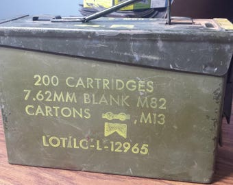 U.S. Military Ammo Metal Box 200 Cartridges 7.62mm M13 M82 Case Army Vietnam Era