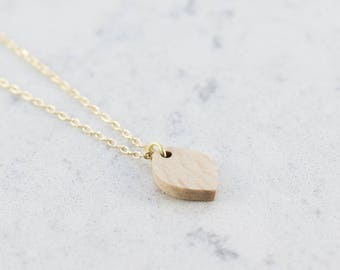 Oval shaped necklace made of beech,wood,