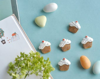 Cupcake pin - Cupcake brooch - White cupcake - Brooch pin - Cute pins, Ceramic brooch, Pretty gift for her, Sweet pin, miniatures food