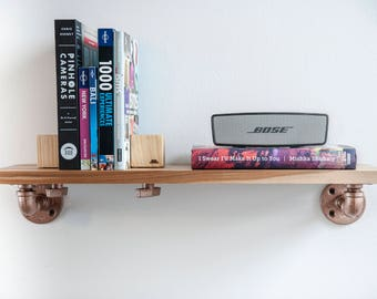 Book shelf with adjustable bookends.