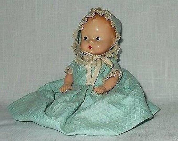 "7"" Vintage Hard Plastic Baby Girl Doll Molded Hair Jointed Arms Legs In Paper Bonnet & Dress"