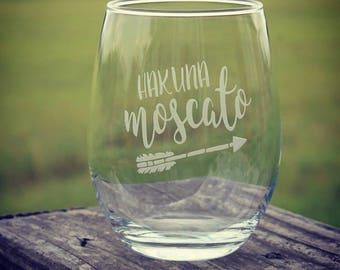 Hakuna Moscato etched wine glass | arrow | wine lover