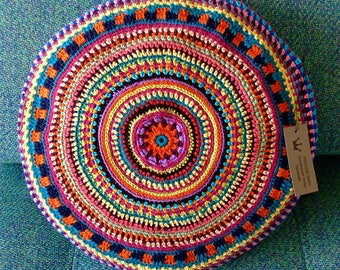 Cushion made in crochet cotton thread