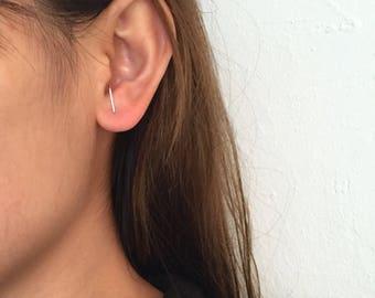 Dainty ear suspender