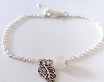 Chain charm bracelet, leaf and Pearl White