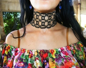Lace Black and Gold Collar