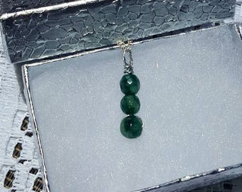 Natural emerald pendant and silver gift box