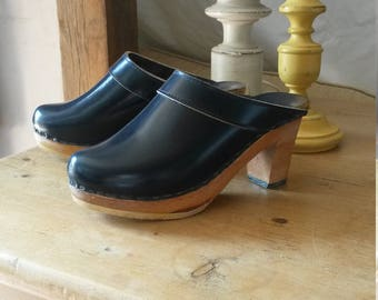 handmade vintage 60s navy blue patent leather wooden heeled clogs