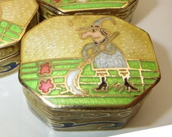 """1.5"""" Vintage Cloisonne Hingged Jewelry Trinket Box Witch Gold Plated"""