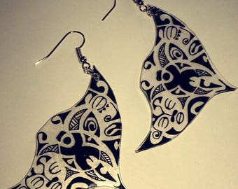 Earring re black and transparent
