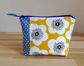 Pouch / makeup case in fabric, yellow and blue flowers -