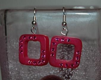 Nice pair of earrings raspberry square polaris encrusted with swarovski rhinestones
