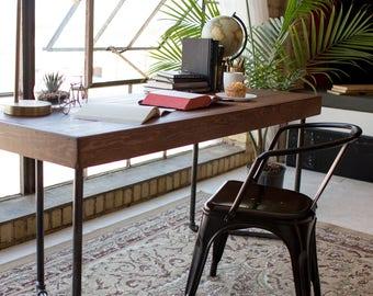 Minimalist Pipe Leg Desk