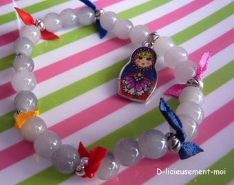 Elastic bracelet charm Russian doll matryoshka glazed grey pearls and colored ribbons
