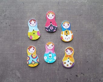 10 wooden buttons as travel Russian doll