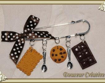 Brown chocolate cookie brooch 109001