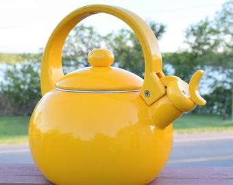 Vintage Yellow Enamel teapot With Plastic Handle/ Yellow Kettle
