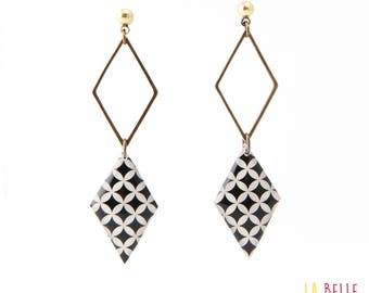 double Stud Earrings resin medallion pattern, diamond mosique black and white graphic