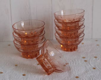 8 glasses to champagne Art Deco 30's. France.