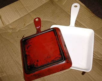 Pair prizer-ware ss 1090 enamled castiron in red and white