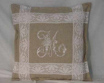 Embroidered Pillow, linen and Monogram * M *.